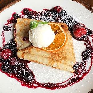 Блинчики с ягодами и ванильным мороженным, Албена