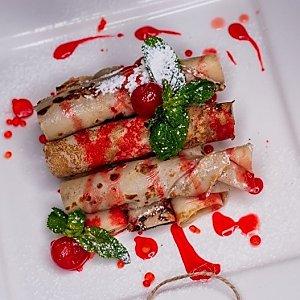 Тонкие блинчики с вишнёвым соусом, Martin Cafe