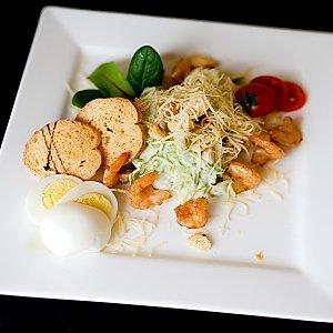 Салат Цезарь с креветками и лимончиком, Martin Cafe
