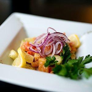 Салат из свежих овощей в пряных травах, Martin Cafe