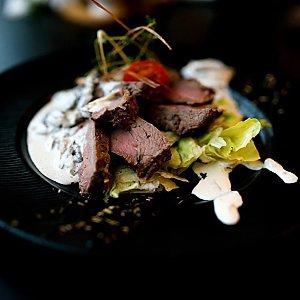 Ростбиф в сливочно-грибном соусе, Martin Cafe