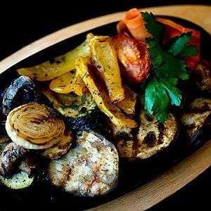 Овощи с грибами гриль, Martin Cafe