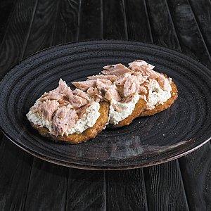Драники с копченым лососем, CAFE GARAGE - Гомель