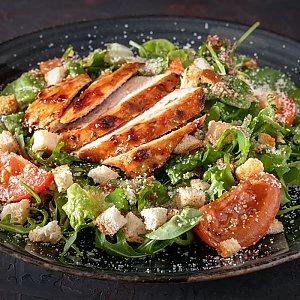 Салат с индейкой и соусом из вяленых томатов, CAFE GARAGE - Гомель