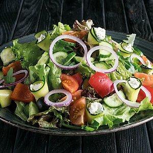 Греческий салат с рулетиками из цукини и сливочного крема, CAFE GARAGE - Гомель