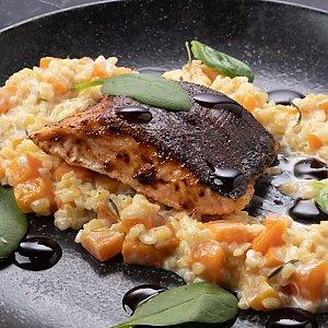 Стейк из лосося с кокосовым рисом и кунжутом, CAFE GARAGE - Гомель