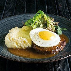 Бифштекс с яйцом и картофельным пюре, CAFE GARAGE - Гомель
