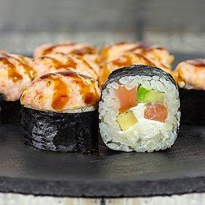 Ролл запеченный с лососем и авокадо, Япончик