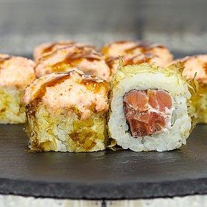 Ролл запеченный с копчёным лососем и помидорами, Япончик