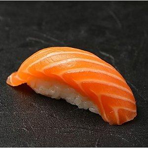 Нигири с лососем, Fusion Food