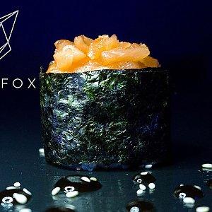 Гункан с лососем, Black Fox Bar