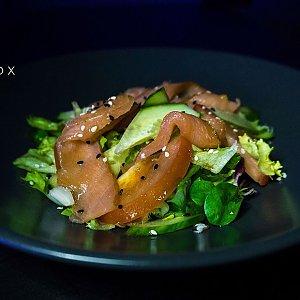 Салат с копченой форелью, Black Fox Bar - Барановичи