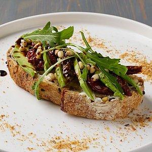 Брускетты с авокадо, вялеными томатами и кедровыми орехами, Terra Pizza