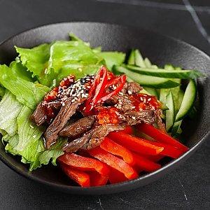 Теплый салат с говядиной , SUSHI SHOP