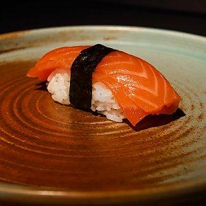 Суши с лососем, SUSHI SHOP