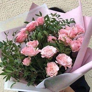 Букет из пионовидных розовых роз с зеленью, Lotus Flower