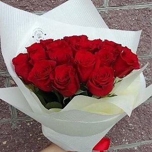 Букет из 25 красных роз в оформлении, Lotus Flower