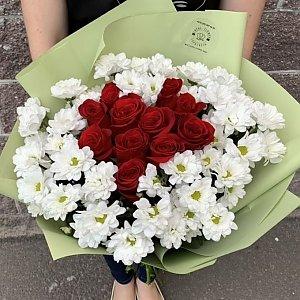 Букет из 51 ромашки и 11 красных роз в виде сердца, Lotus Flower