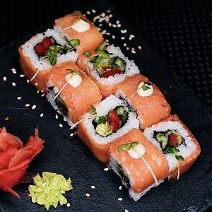 Ролл с копченым лососем и овощами, SUSHIST