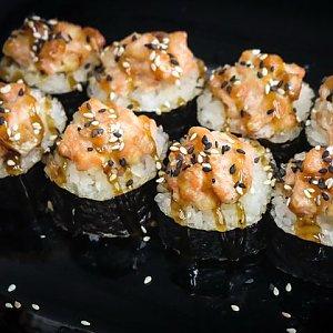 Запечённый ролл с лососем, YoYo Sushi