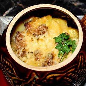 Картофельная бабка с грудинкой, Кафе Трактир