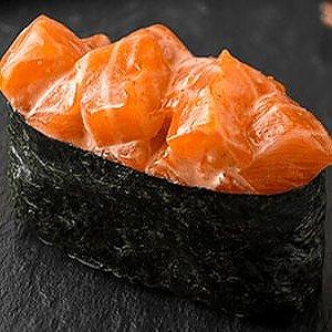 Гункан с острым лососем, SUSHI SUN