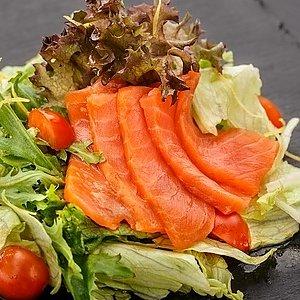 Салат с лососем, SUSHI SUN