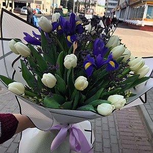 Букет Белые тюльпаны и ирисы, Лора