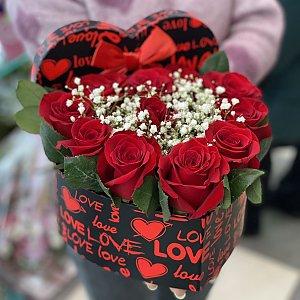 Сердце из роз, Лора