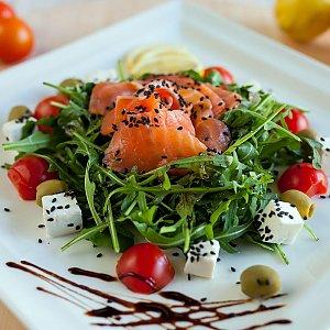 Салат с семгой и рукколой, Траттория Маркони