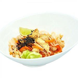 Рисовая лапша с курицей и сладким чили соусом, NAKA SUSHI