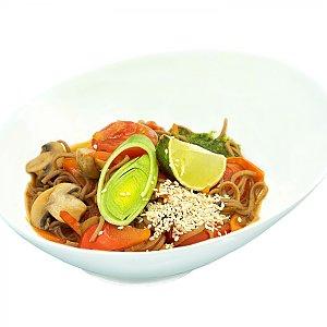 Лапша соба с овощами и соусом песто, NAKA SUSHI