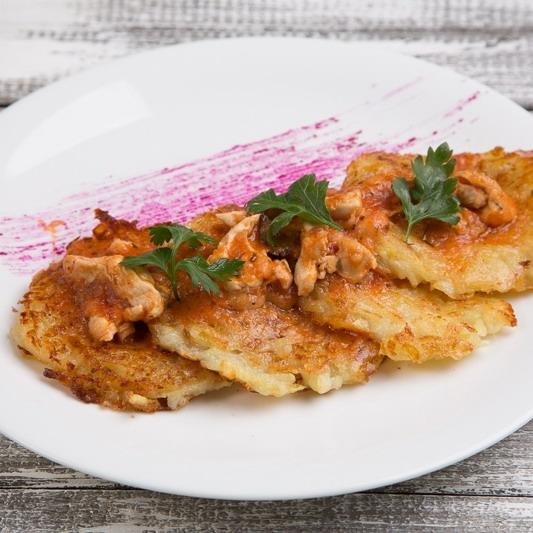 Купить Драник с куриным филе, томатным соусом и сыром Моцарелла, FAST GOOD